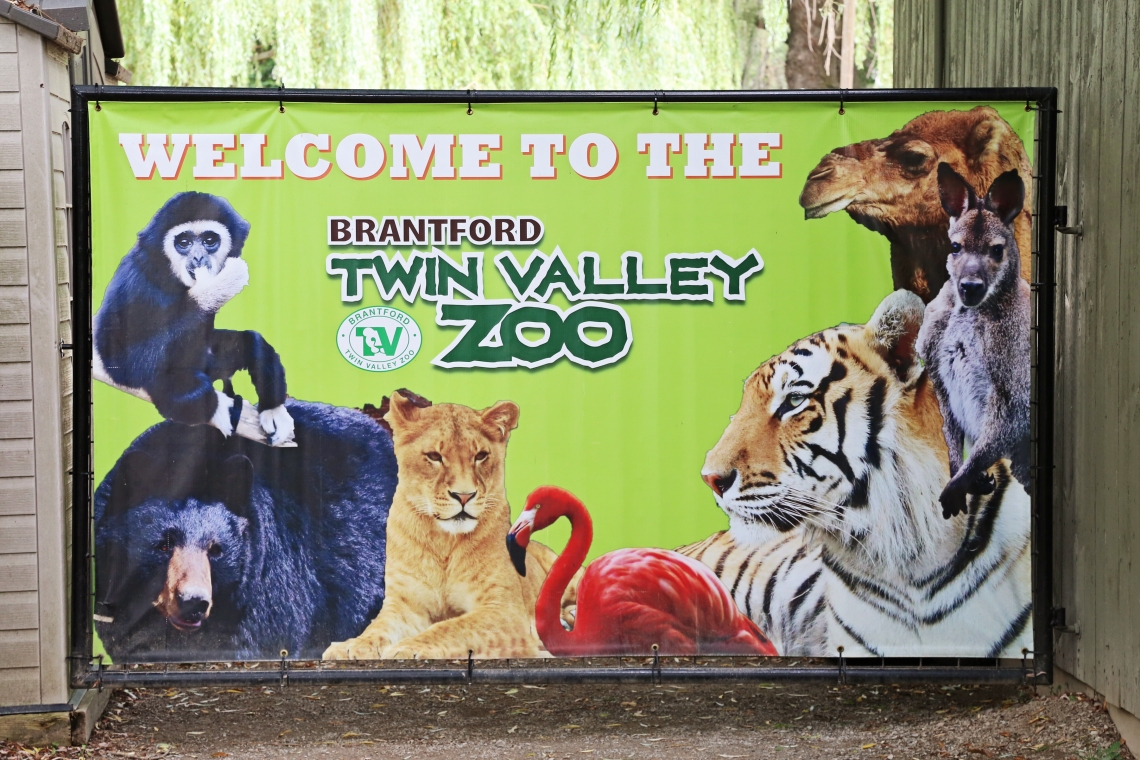 Welcome sign at the Brantford Twin Valley Zoo